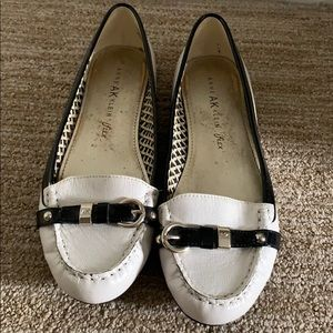 Like new! White leather Anne Klein flats